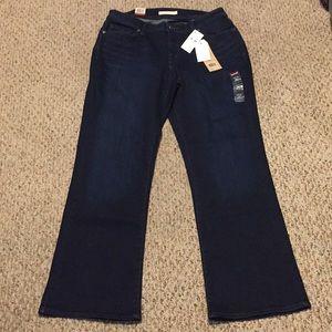 275904d4463 Levi s Jeans - NWT Women s Levi s 529 Curvy Bootcut size 16